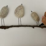 Păsări din pietre și frunze